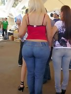 Big bum beauties in jeans